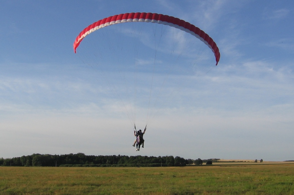Paraglider_tandem_on_winch_launch_-_Poland